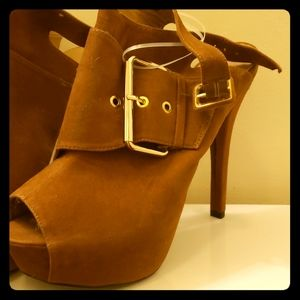 Totally cute are these C.Label Joyce platform heel